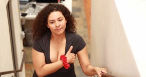 13 καθημερινά προβλήματα που έχουν οι γυναίκες με πλούσιο στήθος (Video)