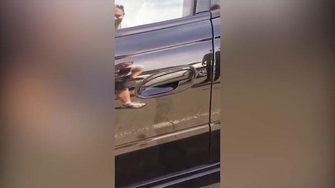 Μετά από αυτό θα διστάσετε να ξανανοίξετε πόρτα αυτοκινήτου
