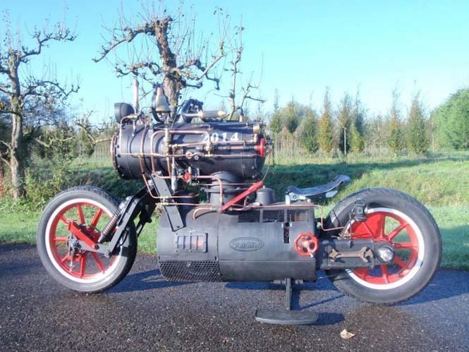 Μοτοσυκλέτα που μοιάζει με ατμομηχανή (3)