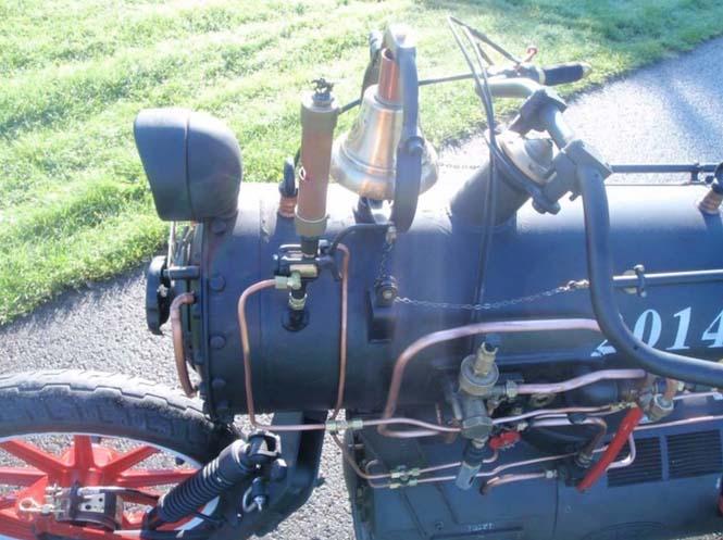Μοτοσυκλέτα που μοιάζει με ατμομηχανή (5)