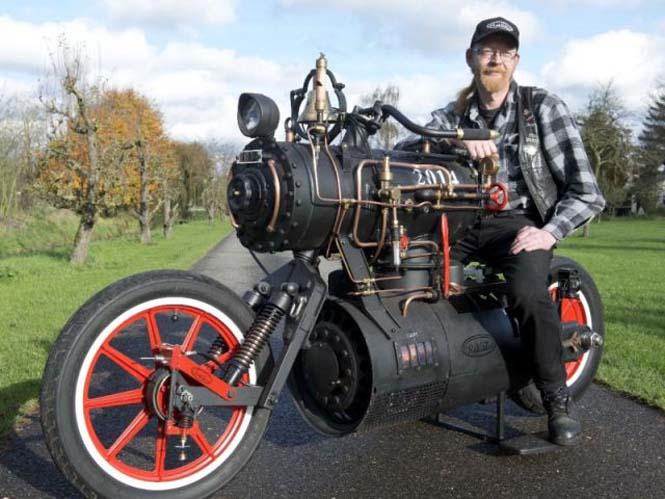 Μοτοσυκλέτα που μοιάζει με ατμομηχανή (6)