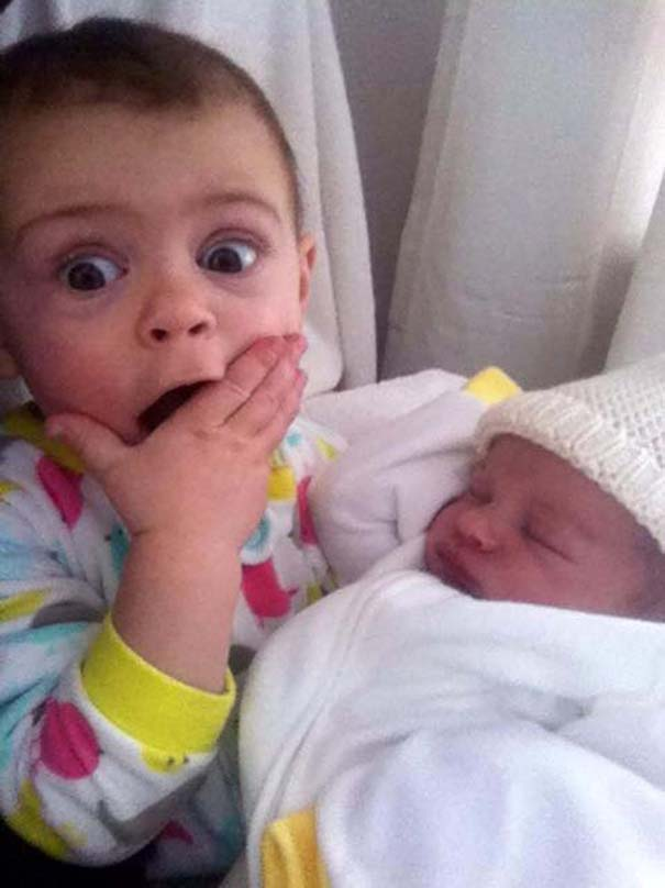 30 φωτογραφίες παιδιών που αντικρίζουν για πρώτη φορά το νεογέννητο αδερφάκι τους (21)