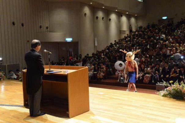 Πανεπιστήμιο στην Ιαπωνία έχει μοναδική τελετή αποφοίτησης (32)