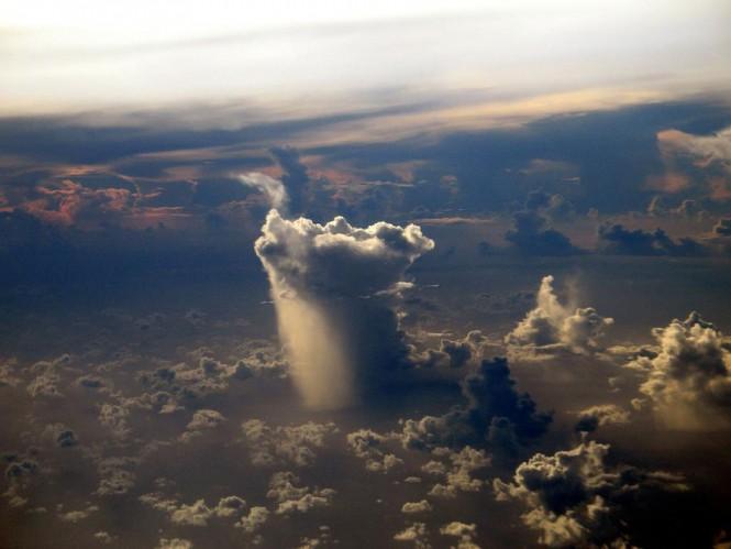 Ένα μοναχικό σύννεφο βροχής   Φωτογραφία της ημέρας