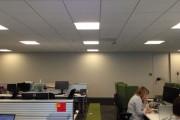 Ένας πρωτότυπος τρόπος για να δώσεις χρώμα σε ένα μουντό χώρο γραφείων (1)