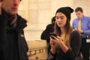 Πως θα αντιδρούσατε αν μια άγνωστη στο Μετρό προσπαθούσε να σας φιλήσει