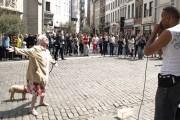 Γιαγιά χορεύει με beatboxing