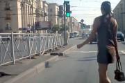 Γυναίκες περνούν τον δρόμο στην Ρωσία