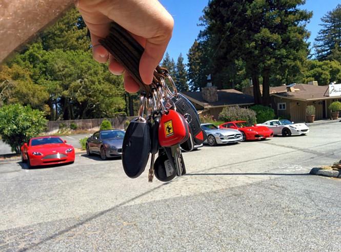 Τα προβλήματα ενός πλούσιου λάτρη των αυτοκινήτων... | Φωτογραφία της ημέρας