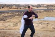 Προσπαθώντας να πιεις νερό σε θυελλώδεις ανέμους