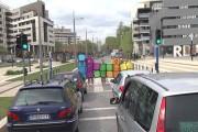 Ο Remi Gaillard παίζει Tetris μέσα στην πόλη τρολάροντας τους πάντες