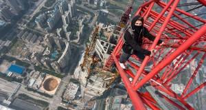 Σκαρφάλωσαν σε ουρανοξύστη 660 μέτρων (Video)