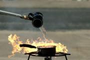 Γιατί δεν πρέπει να σβήσετε ΠΟΤΕ με νερό μια φωτιά από λίπος