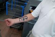 Όταν ένα τατουάζ σε ξένη γλώσσα κρύβει δυσάρεστες εκπλήξεις
