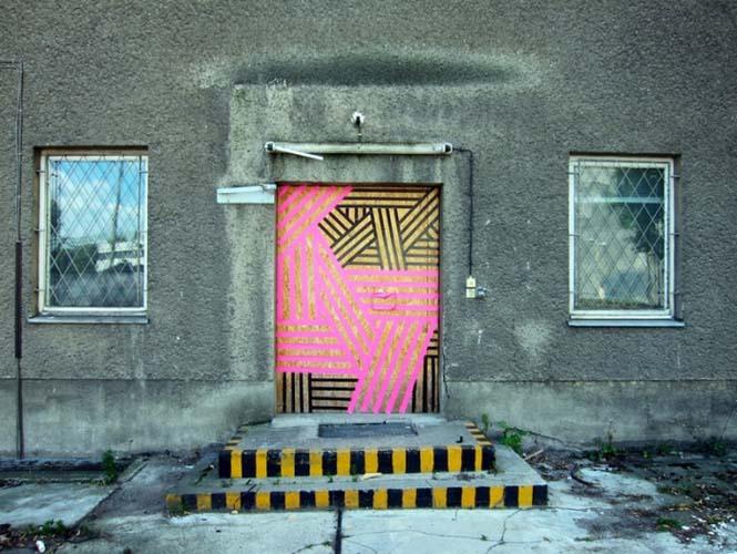 Τέχνη του δρόμου με μονωτική ταινία (16)