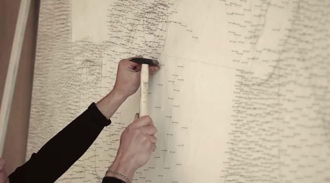 Καλλιτέχνης τύλιξε 24 χιλιόμετρα νήματος γύρω από 13.000 καρφιά για να δημιουργήσει κάτι εκπληκτικό (1)