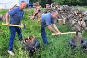 Άνδρας βρήκε έναν έξυπνο τρόπο να κόβει ξύλα