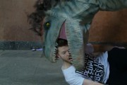 Επική φάρσα με δεινοσαύρους σπέρνει τον τρόμο σε ανυποψίαστα θύματα