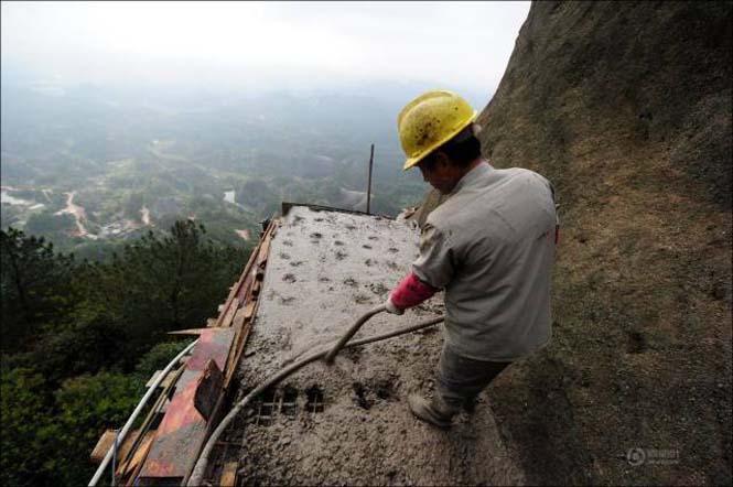 Κατασκευάζοντας ένα ορεινό μονοπάτι στην Κίνα (9)