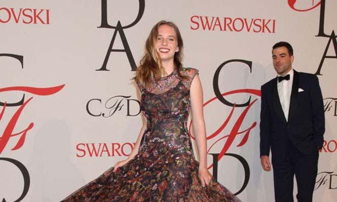 Η κόρη ενός πολύ διάσημου ζευγαριού του Hollywood (1)