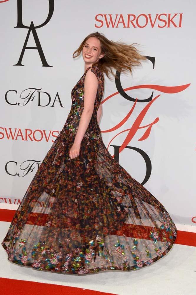 Η κόρη ενός πολύ διάσημου ζευγαριού του Hollywood (2)