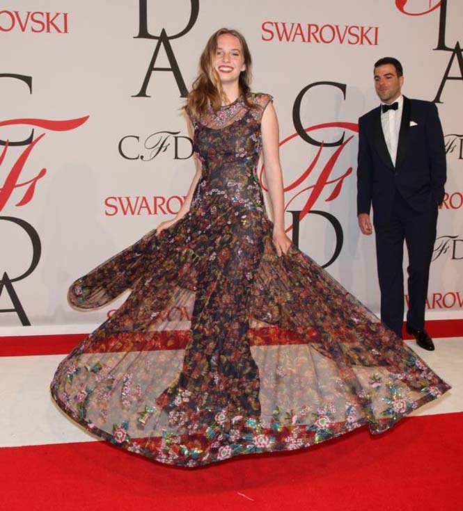 Η κόρη ενός πολύ διάσημου ζευγαριού του Hollywood (4)