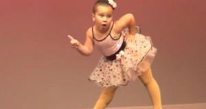 Μικρή μπαλαρίνα κλέβει την παράσταση και τρελαίνει το Internet (Video)
