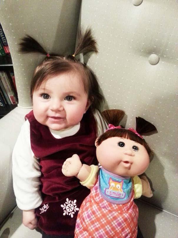 Μωρά που μοιάζουν με τις κούκλες τους (1)