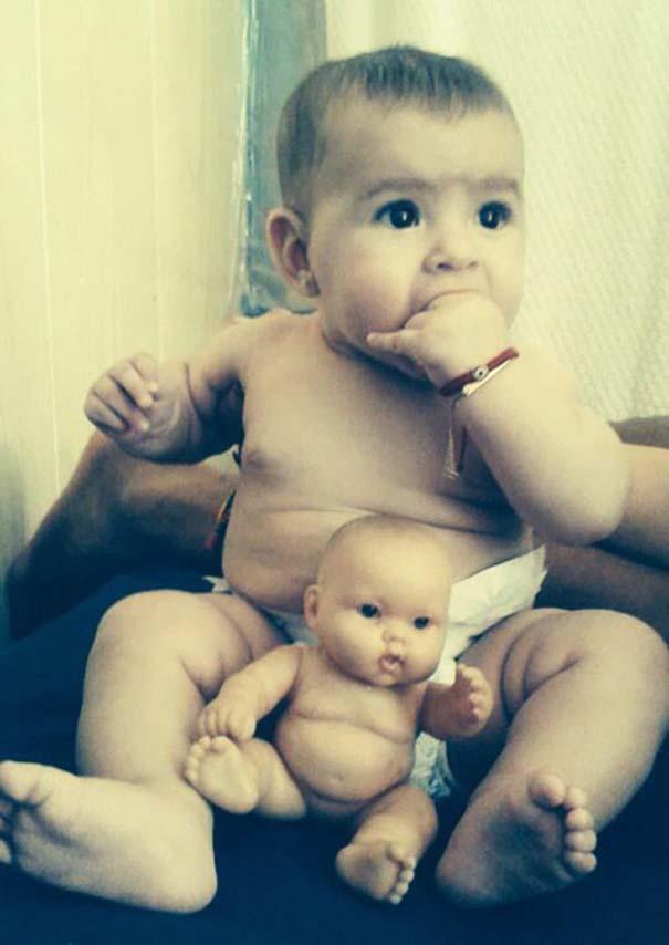 Μωρά που μοιάζουν με τις κούκλες τους (3)
