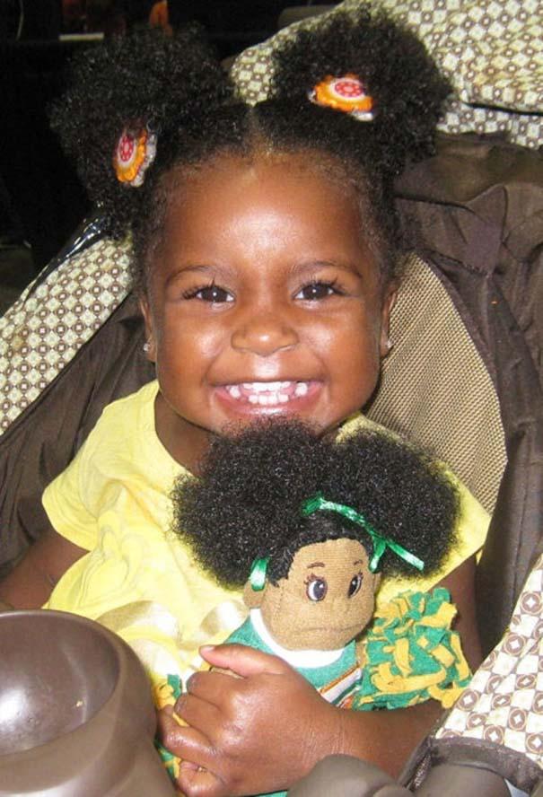 Μωρά που μοιάζουν με τις κούκλες τους (5)