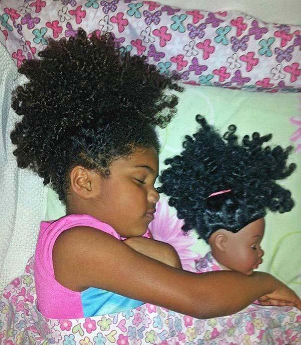 Μωρά που μοιάζουν με τις κούκλες τους (11)
