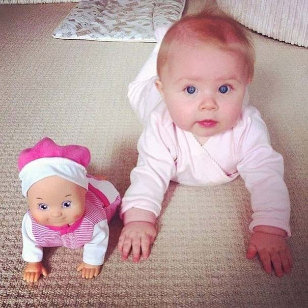 Μωρά που μοιάζουν με τις κούκλες τους (16)