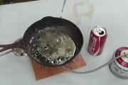 Τι θα συμβεί αν ρίξεις Coca Cola μέσα σε λιωμένο μόλυβδο