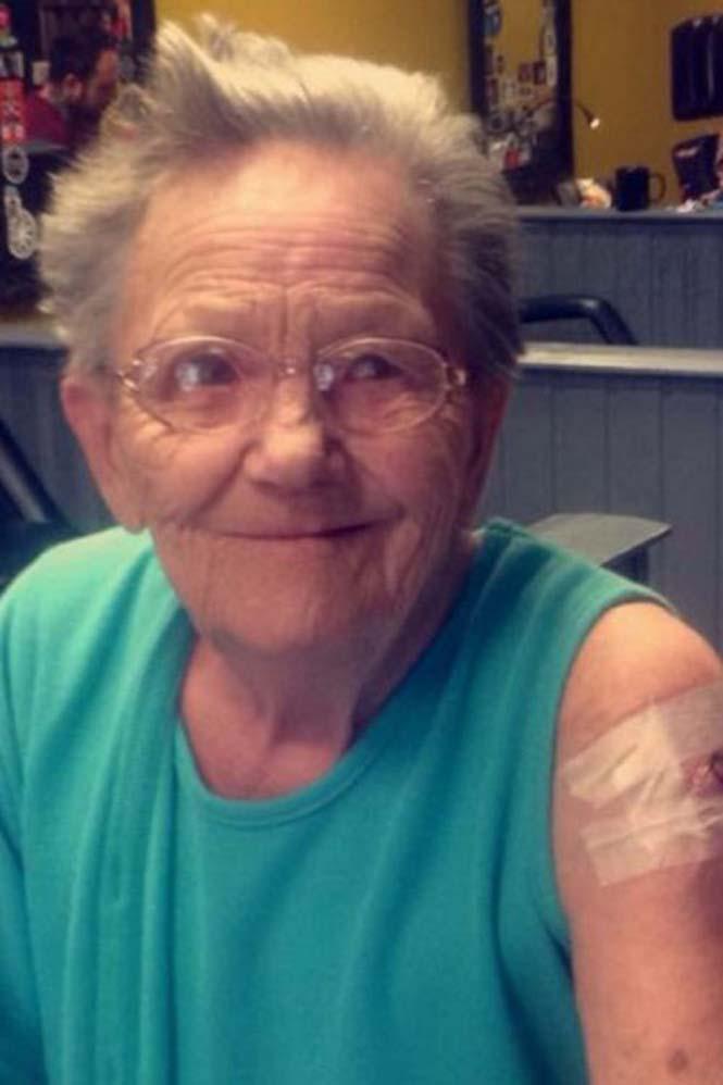 79χρονη το έσκασε από οίκο ευγηρίας για να κάνει τατουάζ (2)
