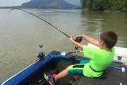 Η απίθανη ψαριά ενός 9χρονου (1)
