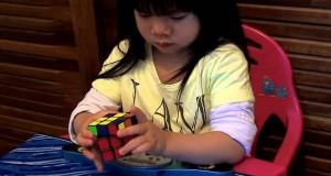 Κοριτσάκι 2 ετών λύνει τον Κύβο του Rubik μέσα σε 70 δευτερόλεπτα! (Video)