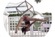 Το κορίτσι λάστιχο που μπορεί να κάνει τα πάντα στον αέρα (1)