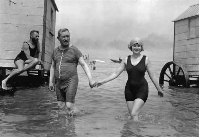 Μια μέρα στην παραλία πριν από 100 χρόνια (1)