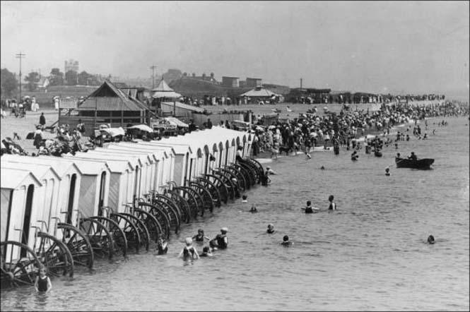 Μια μέρα στην παραλία πριν από 100 χρόνια (2)