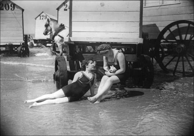 Μια μέρα στην παραλία πριν από 100 χρόνια (3)