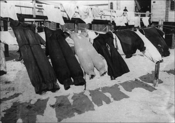 Μια μέρα στην παραλία πριν από 100 χρόνια (4)