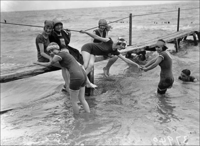 Μια μέρα στην παραλία πριν από 100 χρόνια (5)