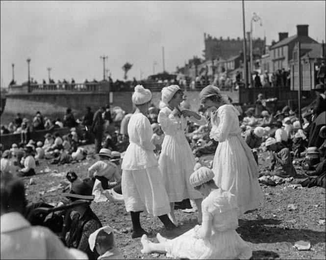 Μια μέρα στην παραλία πριν από 100 χρόνια (8)