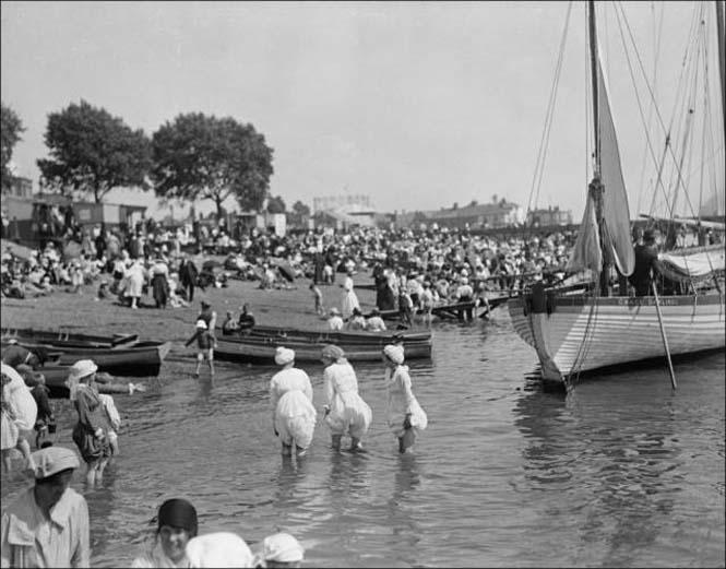 Μια μέρα στην παραλία πριν από 100 χρόνια (9)