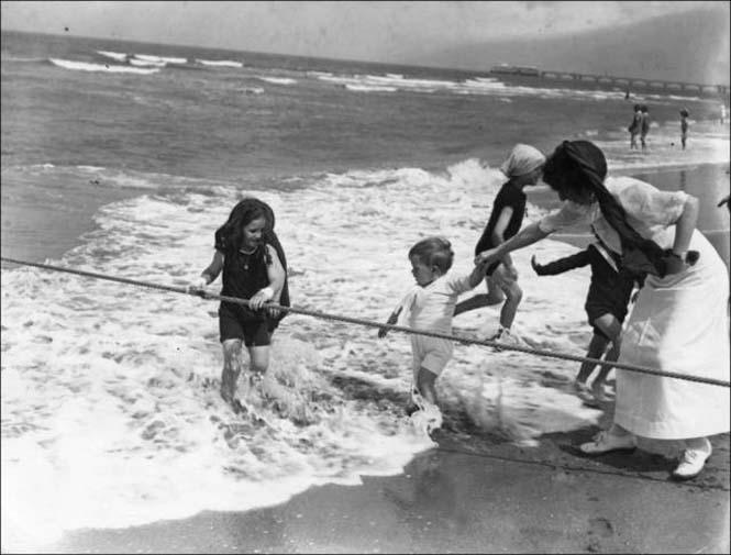 Μια μέρα στην παραλία πριν από 100 χρόνια (12)