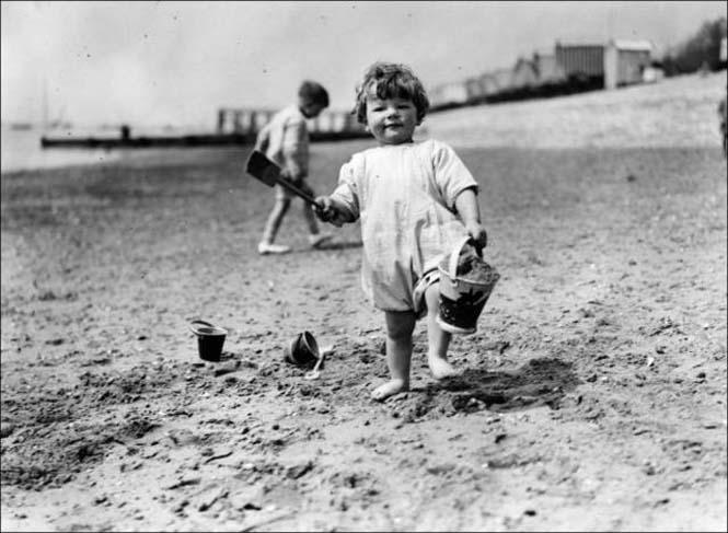 Μια μέρα στην παραλία πριν από 100 χρόνια (13)