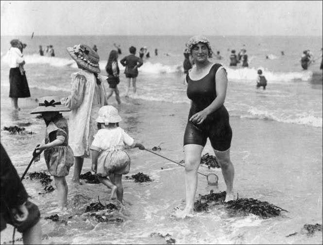 Μια μέρα στην παραλία πριν από 100 χρόνια (14)