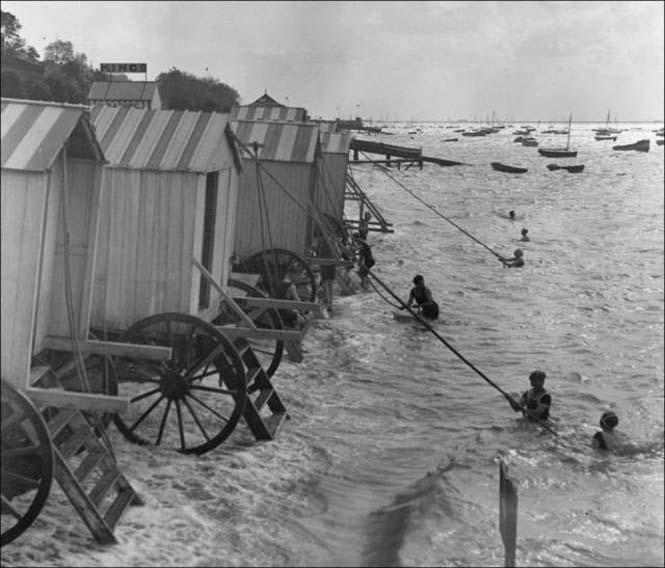 Μια μέρα στην παραλία πριν από 100 χρόνια (21)