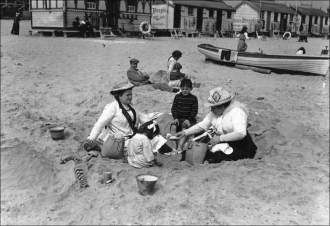 Μια μέρα στην παραλία πριν από 100 χρόνια (25)