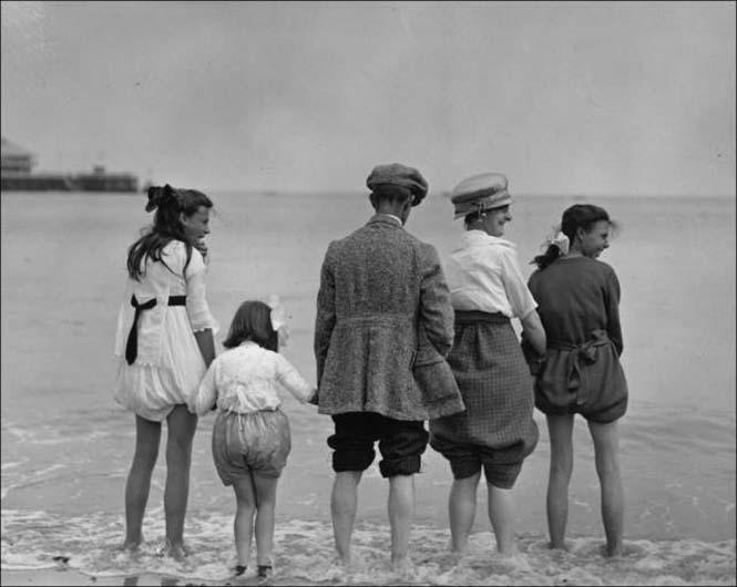 Μια μέρα στην παραλία πριν από 100 χρόνια (27)